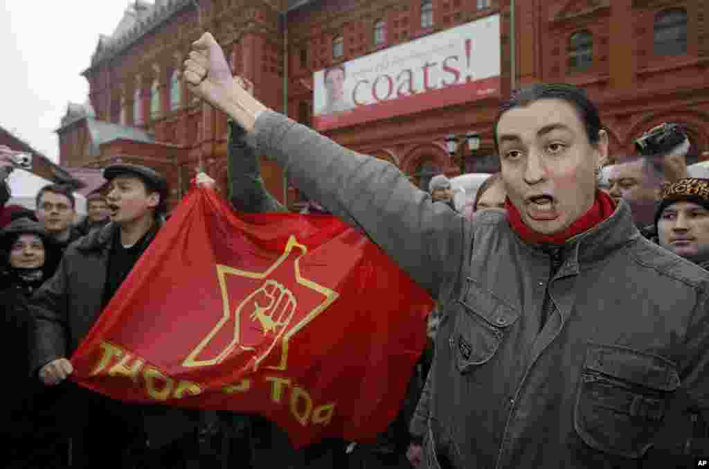 2011年12月4号,俄罗斯反对派在莫斯科克里姆林宫外举行抗议。(AP)