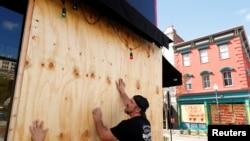 Stanovnici Severne Karoline pripremaju se za dolazak uragana Florens