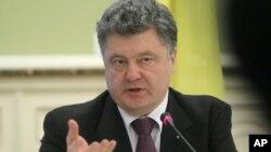 페트로 포로센코 우크라이나 대통령이 22일 키예프 집무실에서 기자회견을 가지고 있다. (자료사진)