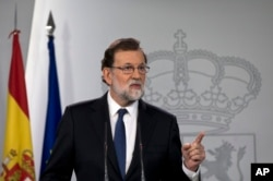 Spain's Prime Minister Mariano Rajoy speaks during a news conference at the Moncloa Palace in Madrid, Spain, Saturday, Oct. 21, 2017. (AP Photo/Paul White)