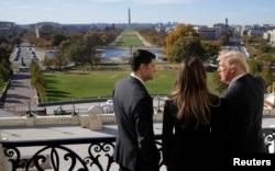 2016年11月10日,美国众议院议长保罗·瑞安和候任总统川普在国会大厦的议长阳台上