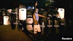 Un seguidor de Salvador Nasralla, protesta en las afueras del Tribunal Supremo Electoral de Honduras, el 30 de noviembre.