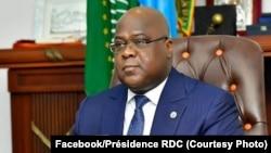 PrésidentFélix Tshisekedi na likita lya mbulamatari, na téléconférence, na cité ya Union africaine, Kinshasa, 26 juin 2020. (Facebook/Présidence RDC)