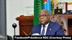 Le président Félix Tshisekedi conduisant à distance une réunion gouvernementale à la Cité de l'Union africaine, Kinshasa, le 26 juin 2020 (Facebook / Présidence de la RDC)