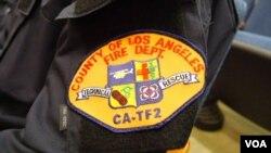 洛杉矶消防队引以为豪的臂章(美国之音国符拍摄)