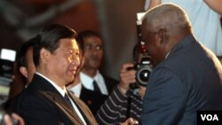 Wapres Tiongkok Xi Jinping disambut oleh Wapres Kuba, Esteban Hernandez pada saat tiba di Havana (4/6).