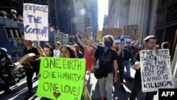 Demonstranti na njujorškom Vol Stritu