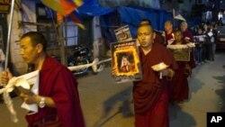 流亡藏人在印度达兰萨拉声援自焚者