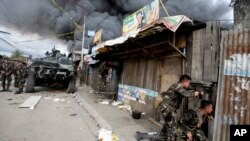 Pasukan pemerintah Filipina terus berupaya memerangi pemberontak muslim (MNLF) di kota Zamboanga, Filipiba (12/9).