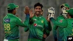 پاکستان به زیات حساب د محمد عامر په توپ اچونه کوي