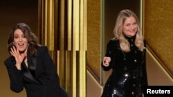 Tina Fey New York, Amy Peohler'sa Los Angeles'tan Altın Küre Ödüllerini sundu