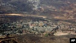Suasana di wilayah Tepi Barat diambil dari udara (Foto: dok). Tiga hari sebelum perundingan,11 Agustus 2013, Israel memberikan persetujuan final untuk pemangunan sekita 1.200 bangunan apartemen di wilayah ini.