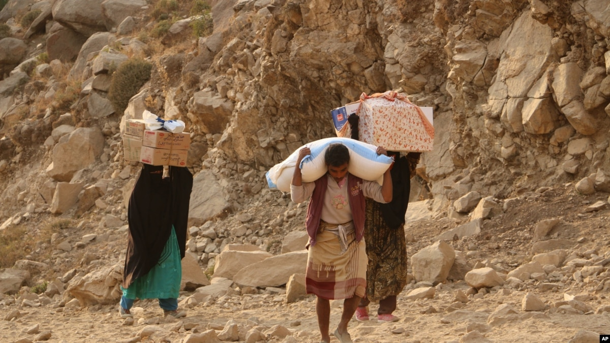 taiz yaman Residents of yemen's third city of taiz tell the bbc they live in fear of snipers, shells and landmines.