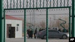 မွတ္တမ္းဓါတ္ပံု- ၂၀၁၈ ဒီဇင္ဘာ ၃ ရက္ေန တရုတ္ ႏိုင္ငံ Xinjiang ေျမာက္ပိုင္းက စိတ္ဓါတ္မြမ္းမံေရးစခန္းတခု