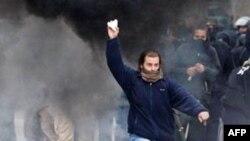 Greqi, greva e përgjithshme kthehet në dhunë, paralizon transportin