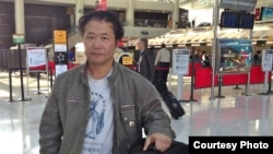 陈维明临行于纽约机场(陈维明友人提供)
