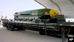 Bom GBU-43, seperti jenis bom yang dijatuhkan militer AS di kompleks ISIS di provinsi Nangarhar, Afghanistan, hari Kamis (13/4).