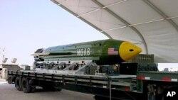 La bomba conocida como GBU-43 contiene 11 toneladas de explosivos.