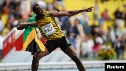 Usain Bolt célèbre sa victoire sur les 200 mètres/messieurs lors des Championnats du monde d'athlétisme au stade Luzhniki à Moscou, 17 août 2013.