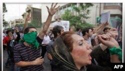 Các cuộc biểu tình chống chính phủ ở Tehran diễn ra trùng với những cuộc mít-tinh mừng kỷ niệm ngày thành lập nước Hồi giáo Iran