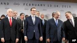 پولینڈ کے وزیر اعظم میٹئز موراویکی امریکی نائب صدر مائک پینس، اسرائیلی وزیر اعظم بنیامین نیتن یاہو اور امریکی وزیر خارجہ مائک پومپیو کے ہمراہ۔ فائل فوٹو