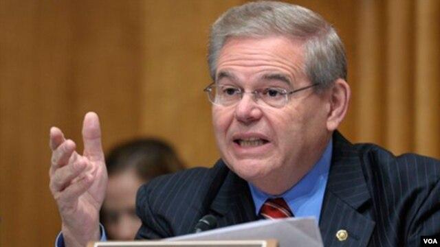 El senador Robert Menéndez afirma que es víctima de la difamación.