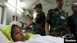 Reshma Begum, nạn nhân 19 tuổi được cứu khỏi đống đổ nát sau 17 ngày, nằm trong bệnh viện ở Savar.