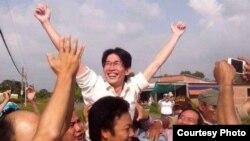 Blogger Ðinh Nhật Uy sau khi được trả tự do.
