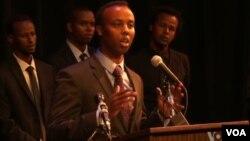 Un grupo de jóvenes somalíes-estadounidenses dio una rueda de prensa en Minneapolis para condenar el ataque en Kenia.