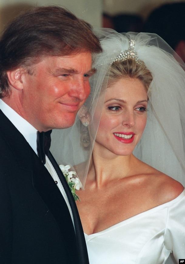 1993年12月20日,川普和梅爾普斯結婚