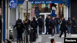 法國警方擊斃試圖闖入一個警察局的男子後在現場駐守