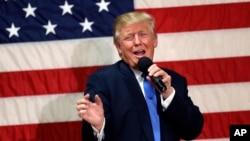 Kandidat presiden dari Partai Republik Donald Trump berbicara dalam kampanye di Sandown, New Hampshire (6/10).