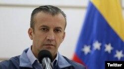 """Tareck El Aissami, vicepresidente del área económica de Venezuela, dijo que el gobierno elabora un programa para el crecimiento de la estabilidad económica en el país. """"Seguiremos anunciando decisiones"""", señaló. Foto: El Nacional Web."""