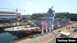 27일 울산 현대중공업 특수선사업부에서 한국 해군의 차기 기뢰부설함 '남포함' 진수식이 열리고 있다.