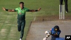 حسن علی وکٹ لینے کے بعد اپنے روائتی انداز میں خوشی کا اظہار کرتے ہوئے۔
