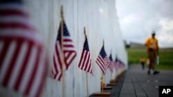 美国宾夕法尼亚尚克斯维尔9/11纪念馆刻有死难者名字的纪念墙 - 资料照片