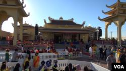 The Dalai Lama will dedicate the $6 million Dieu Ngu Temple on Sunday. (M. O'Sullivan/VOA)
