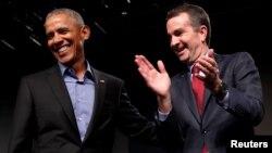 前总统奥巴马在维吉尼亚州里士满为竞选州长的民主党人、现任副州长诺瑟姆站台助选。(2017年10月19日)