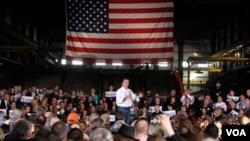 Mantan Gubernur Massachusetts, Mitt Romney melakukan kampanye di Colorado Springs, Colorado (4/2).
