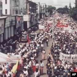 缅甸民众走上街头抗议要求民主(1988年9月)