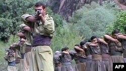 Kandil dağında eğitim yapan PKK militanları