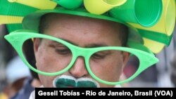 Cổ động viên Brazil tuyệt vọng nhìn đội nhà bị thua trận.