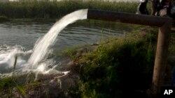 Le président nigérian insiste sur son projet de loi sur la gestion de l'eau