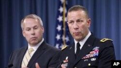 El director de la oficina en el Pentágono a cargo de la prevención de agresiones sexuales, general Jeffrey Snow, habla con la prensa.