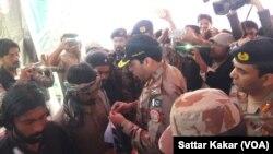 Para militan di Balochistan yang menyerah kepada militer Pakistan (foto: ilustrasi). Pemberontakan di Balochistan merupakan tantangan bagi Pakistan untuk menarik investasi China ke wilayah ini.