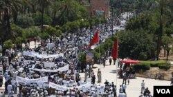 Warga Maroko melakukan unjuk rasa dengan turun ke jalan-jalan (foto: ilustrasi).