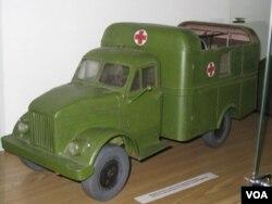 美国当年援助苏联的救护车模型。(美国之音白桦拍摄)