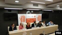 Rasprava o strategijama odbrane i bezbednosti u Domu sindikata, u Beogradu, 8. maja 2018. (Glas Amerike)