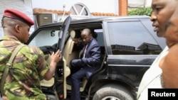 """2012年11月27日,反政府武装组织""""3月23日运动""""(M23)领导人鲁尼加到场,对聚集在刚果民主共和国城市戈马的媒体讲话。"""