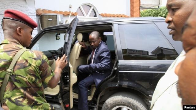 Jean-Marie Runiga arrive à Goma pour une conférence de presse le 27 novembre 2012